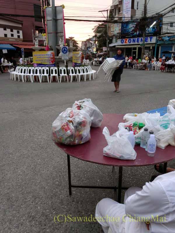 チェンマイの元旦の特別タムブンが行われるロータリーのイス