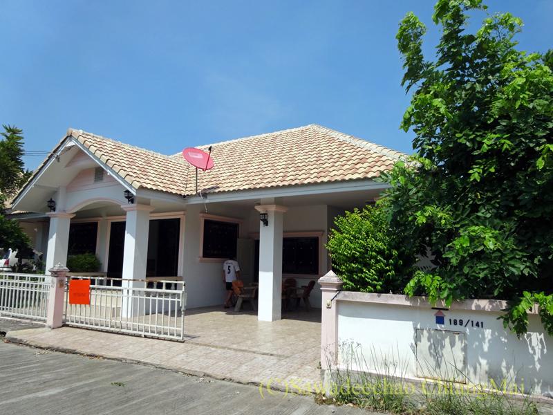 チェンマイ郊外にあるコンパクトな一戸建て貸家概観