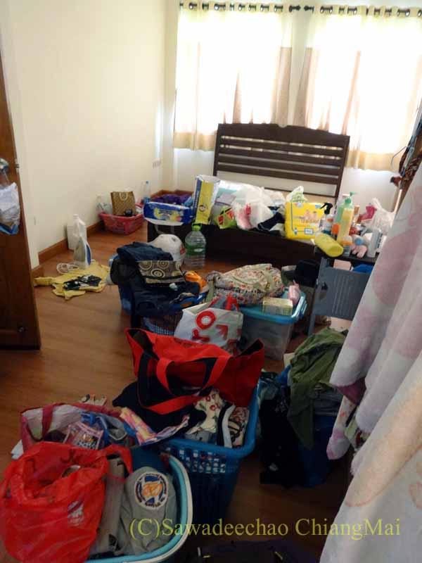 チェンマイ郊外にある高級分譲住宅街にある2階建ての貸家のサブベッドルーム