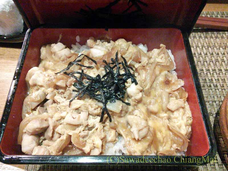 バンコクのエカマイにある高級日本料理レストラン、葉隠の親子丼