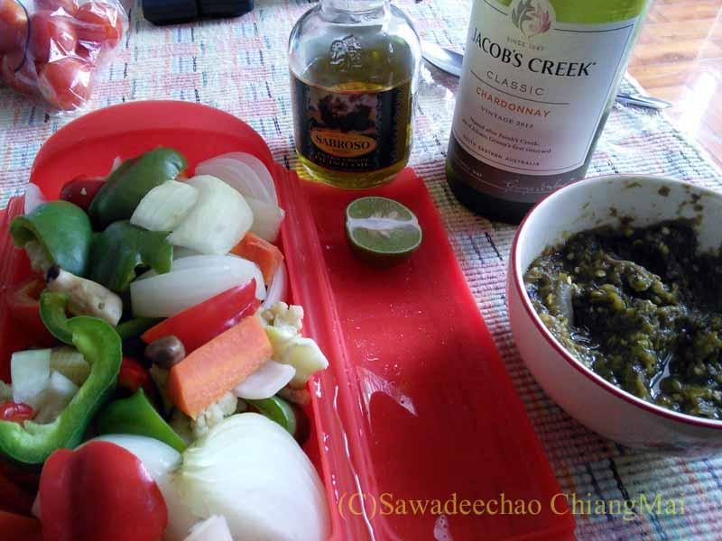 チェンマイ長期滞在生活の自炊に超便利なルクエを使って作った夕食