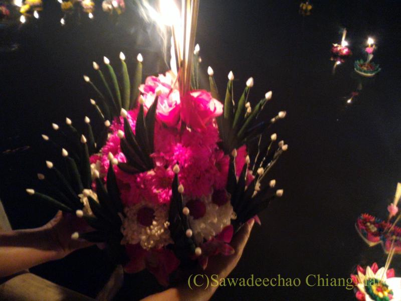 チェンマイ市内中心部のイーペン(ローイクラトン=灯篭流し)の灯篭