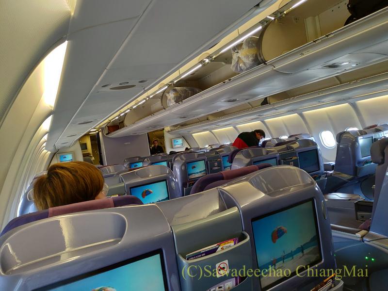 タイ国際航空TG104便のビジネスクラスのキャビン
