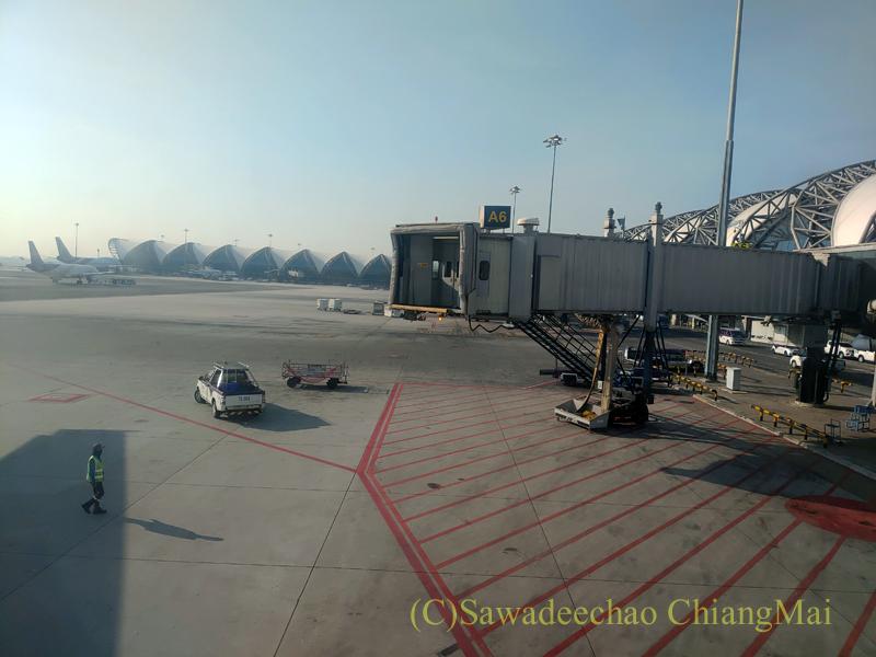 タイ国際航空TG104便の離陸風景