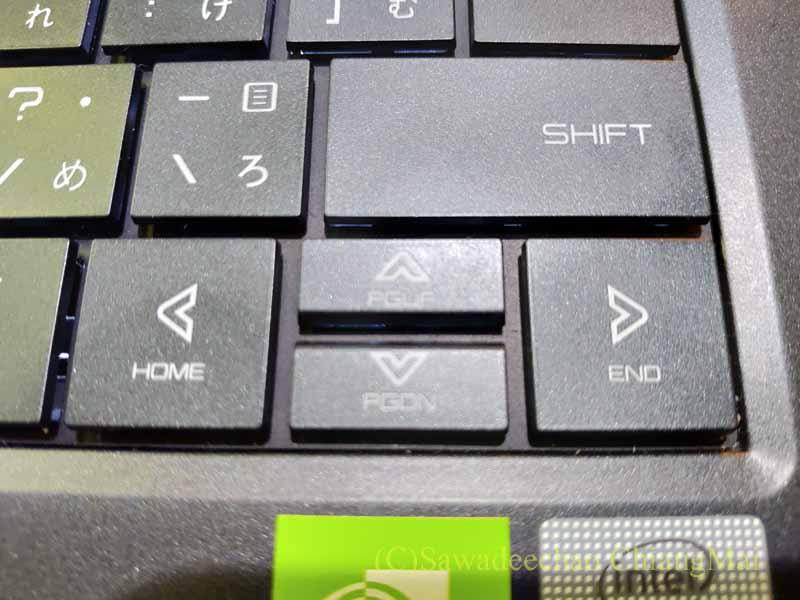 チェンマイ生活や海外旅行用のマウスコンピューターDAIV4Nの矢印キーボード