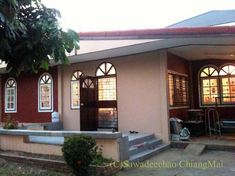 チェンマイ市内やや北部にある少し古い貸家