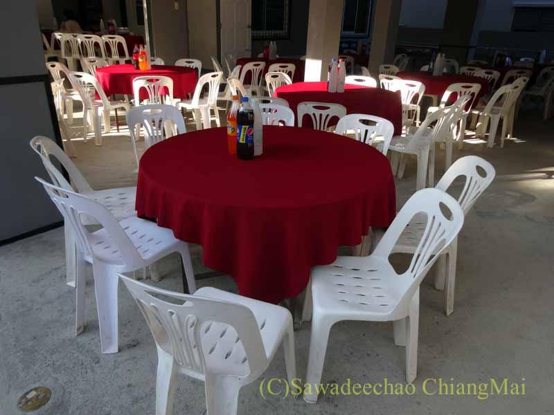 チェンマイのタイ人の知り合いの家の新築祝いの会場概観