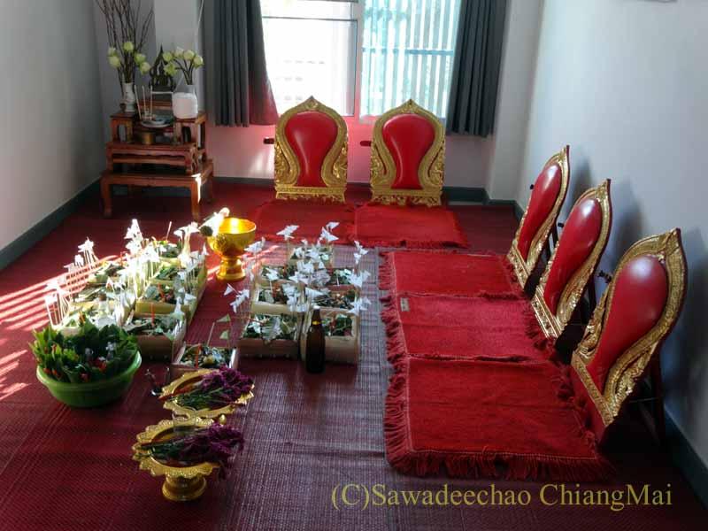 チェンマイのタイ人の知り合いの家の新築祝いの儀式を行う部屋