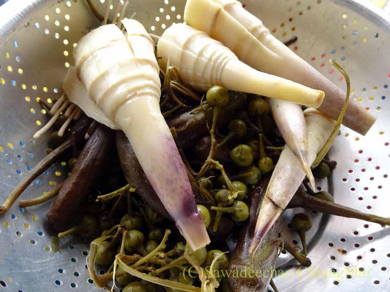 タチレクで食べたタイヤイ(シャン族)料理の茹で野菜