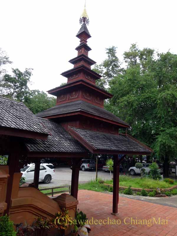 タイのプレーにあるシャン族様式の寺院ワットチョームサワンの入口