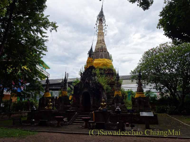 タイのプレーにあるシャン族様式の寺院ワットチョームサワンの仏塔群