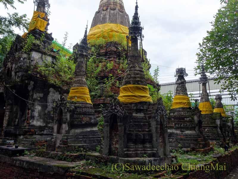 タイのプレーにあるシャン族様式の寺院ワットチョームサワンの小仏塔