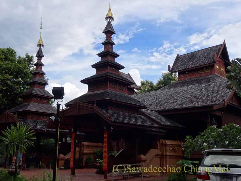 タイのプレーにあるシャン族様式の寺院ワットチョームサワン