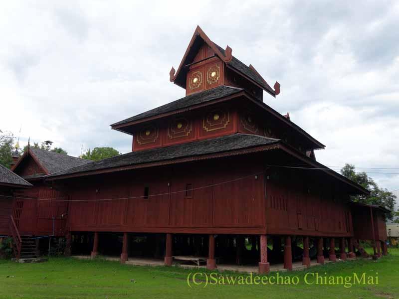 タイのプレーにあるシャン族様式の寺院ワットチョームサワンの裏手