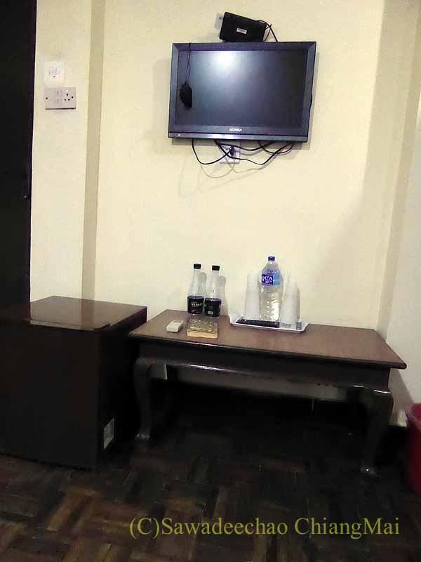 ネパールの首都カトマンズのおすすめ宿アスターホテルの客室のテレビ