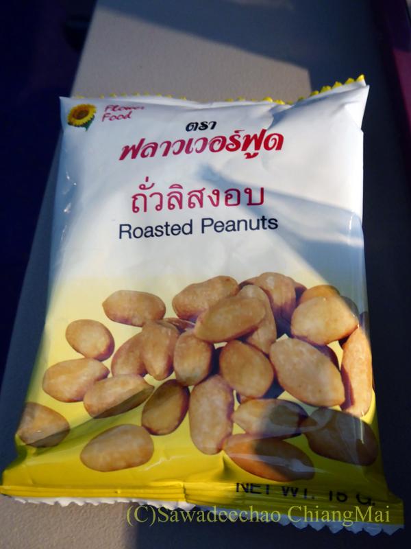 タイ国際航空TG319便カトマンズ行きのエコノミークラスで出たおつまみ