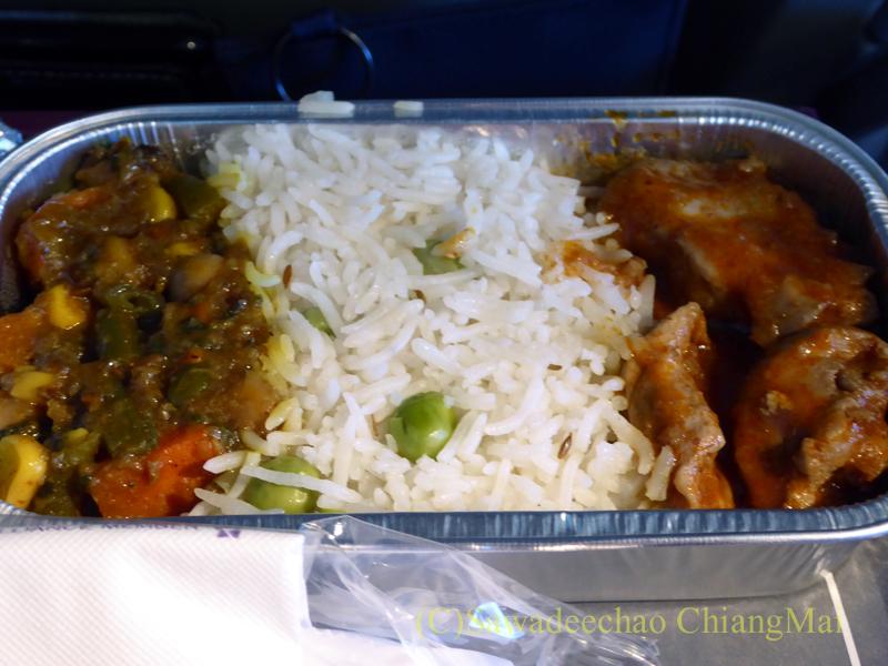 タイ国際航空TG319便のエコノミークラスで出た機内食のフィッシュカレー