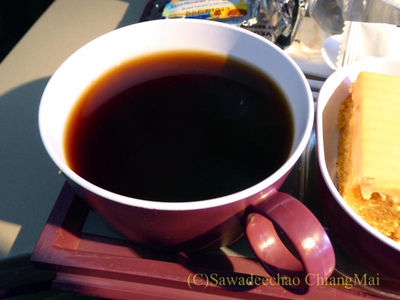 タイ国際航空TG319便のエコノミークラスで出た機内食のコーヒー