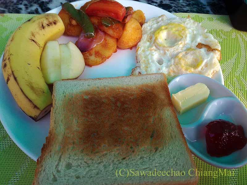 ネパールの首都カトマンズのおすすめ宿アスターホテルの目玉焼き朝食