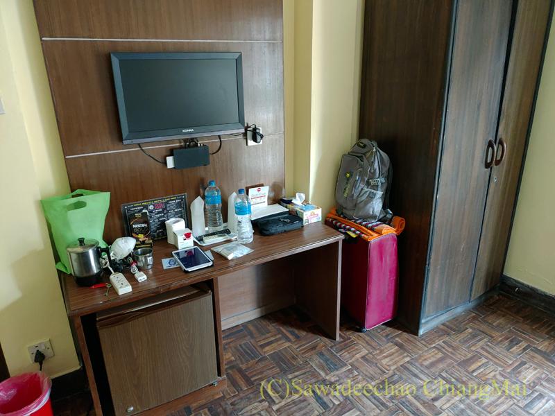 ネパールの首都カトマンズのおすすめ宿アスターホテルの客室のテーブル