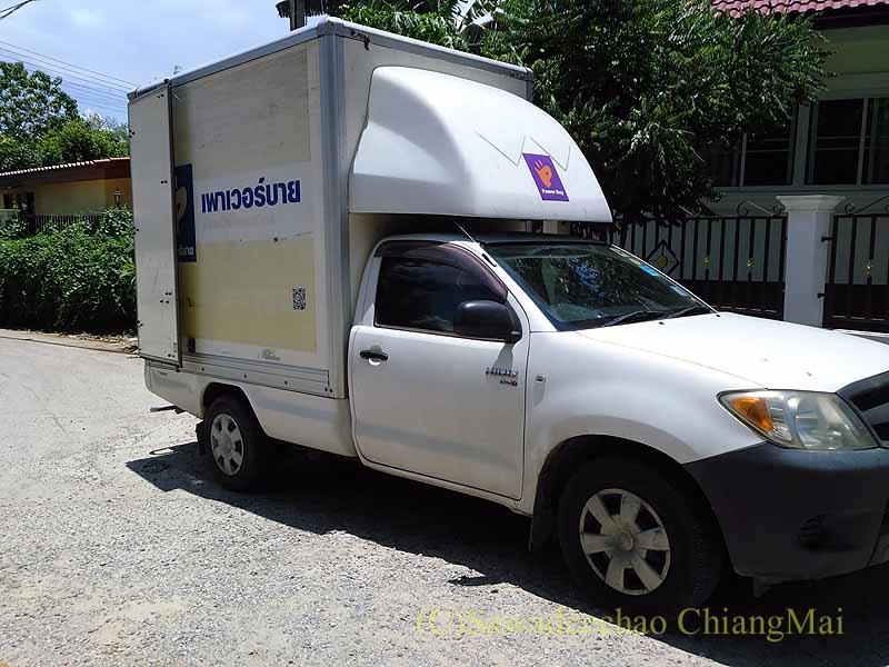 チェンマイで購入した日立製の全自動洗濯機の配達車