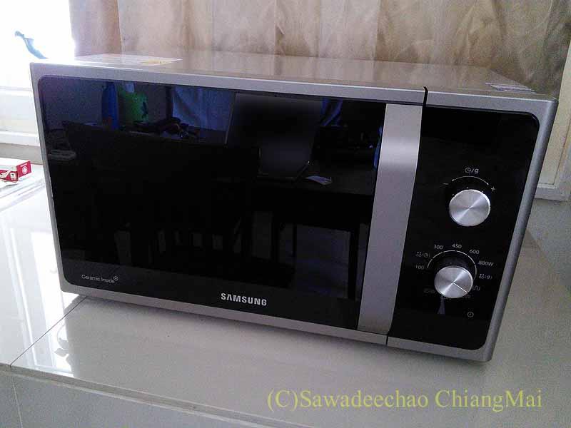 チェンマイの家電量販店で購入したオーブン電子レンジ概観