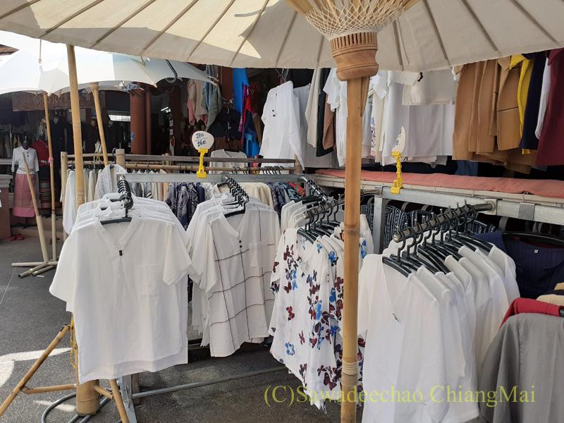 ラムプーン県のコットン村バーンドーンルワンのY字路突きあたりの店