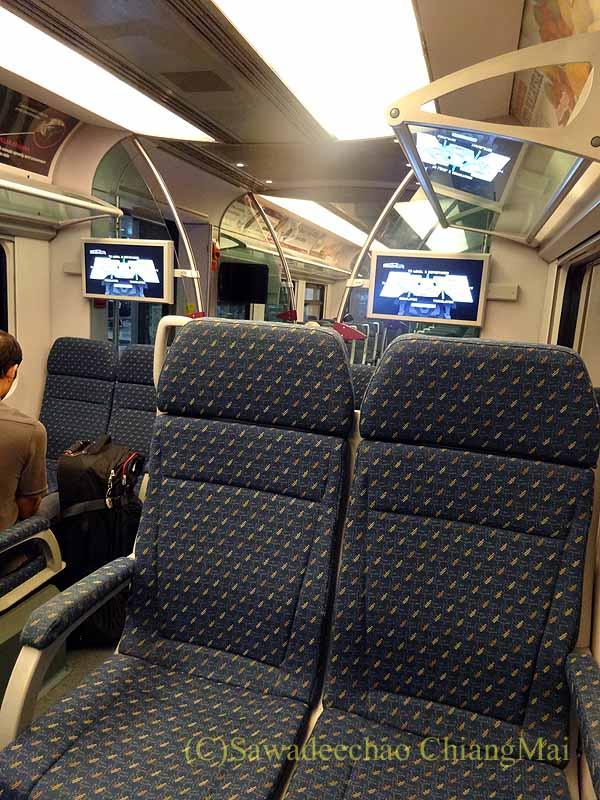 マレーシアの空港鉄道KLIAエクスプレスの車内