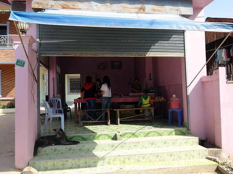 ミャンマーのタチレクにあるタイヤイ(シャン族)料理の食堂外観