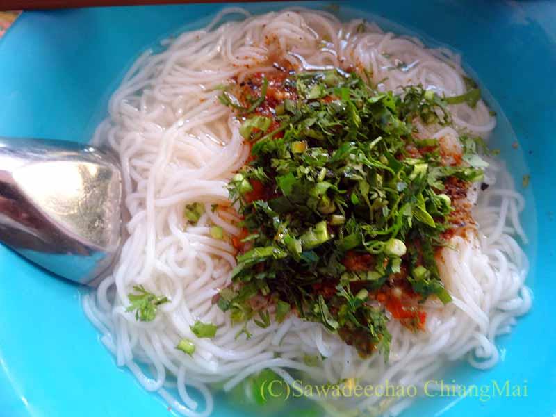 ミャンマーのタチレクあるシャン族料理食堂のノムセン・ナムチュア