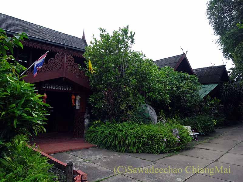 タイのプレーの街最大のチーク造りの家バーンプラタプチャイ概観