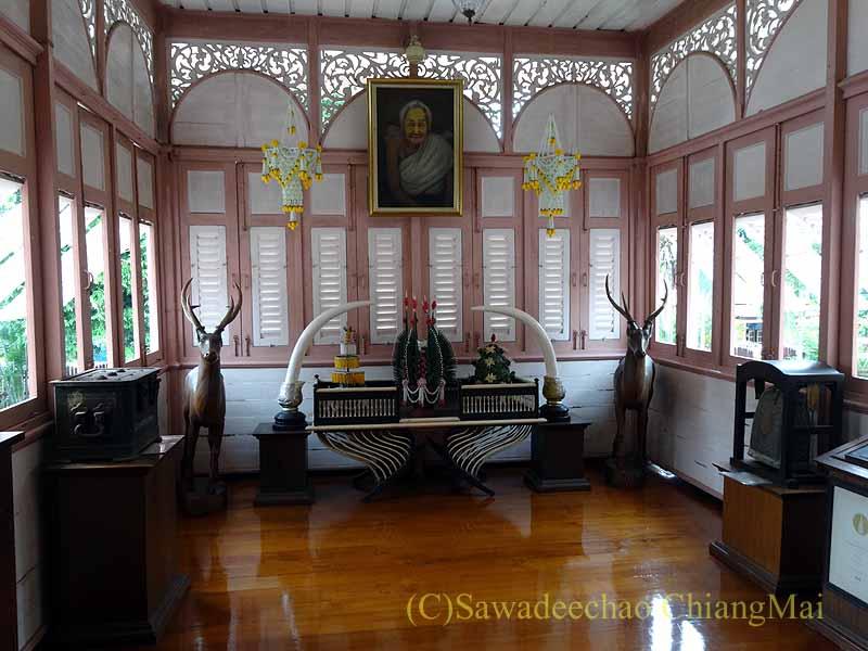 タイのプレーの街最後の支配者の第一夫人の住居ウォンブリーハウスの肖像画
