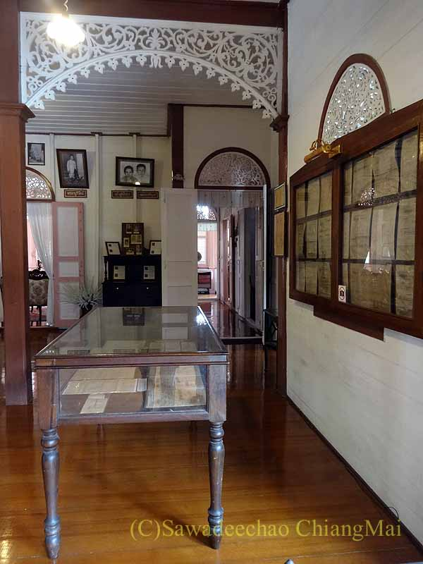 タイのプレーの街最後の支配者の第一夫人の住居ウォンブリーハウスの書類展示