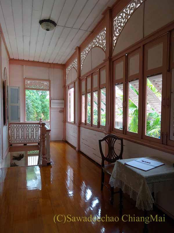タイのプレーの街最後の支配者の第一夫人の住居ウォンブリーハウスの廊下