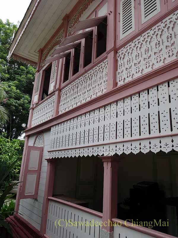 タイのプレーの街最後の支配者の第一夫人の住居ウォンブリーハウスの木彫