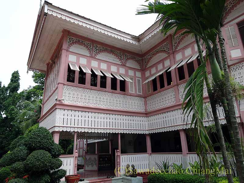 タイのプレーの街最後の支配者の第一夫人の住居ウォンブリーハウスの壁
