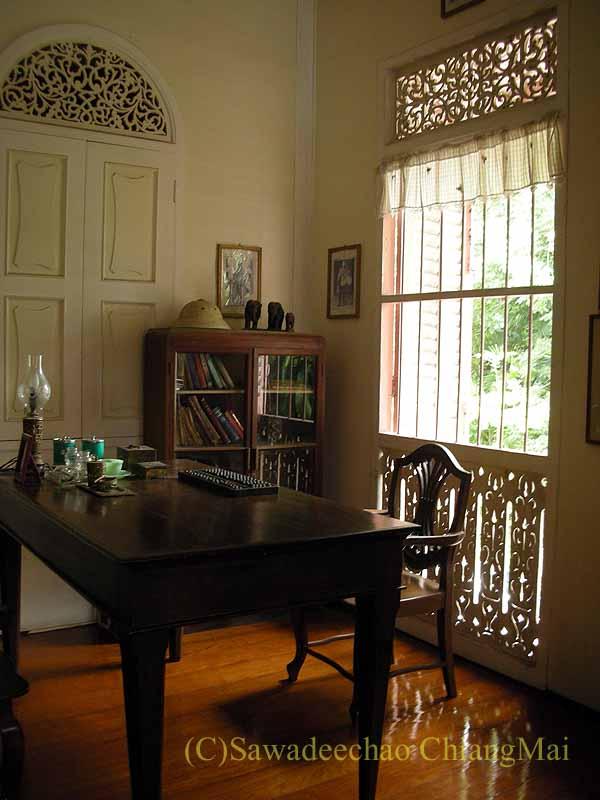 タイのプレーの街最後の支配者の第一夫人の住居ウォンブリーハウスの事務部屋