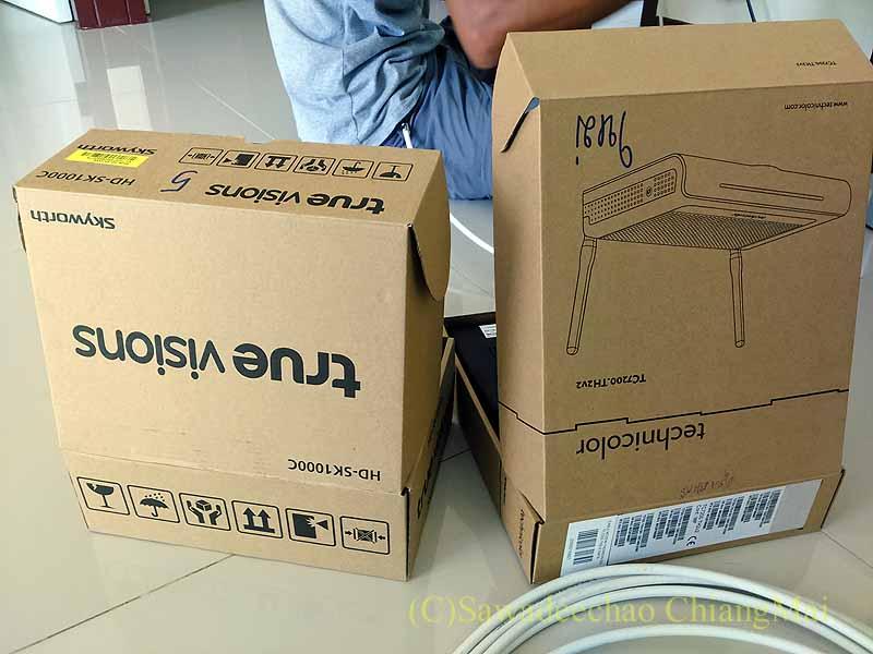 TRUEのCATVのセットトップボックスとwifiルーターの箱