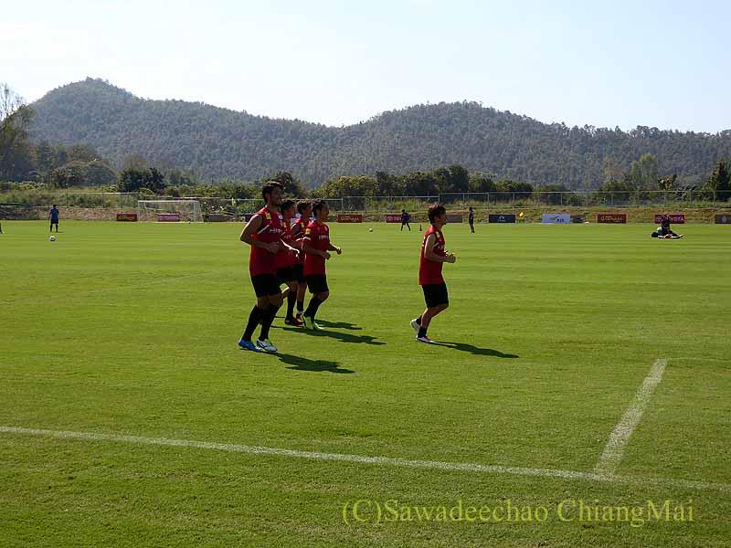 チェンマイでのサッカーJ2名古屋グランパスのキャンプのクールダウン