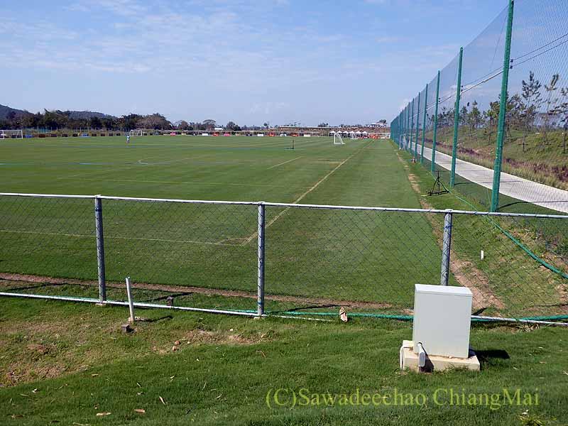 チェンマイでのアルパインゴルフリゾートのサッカー練習場