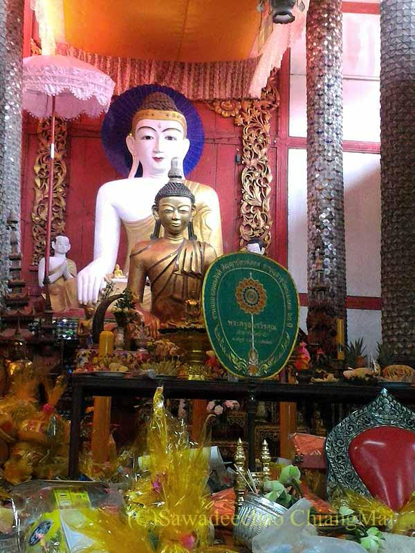 チェンマイのタイヤイ(シャン族)寺院ワットパーパオの本尊