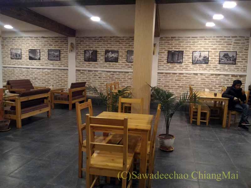 カトマンズのダルバートレストラン、ヒマラヤンタカリキッチンの店内