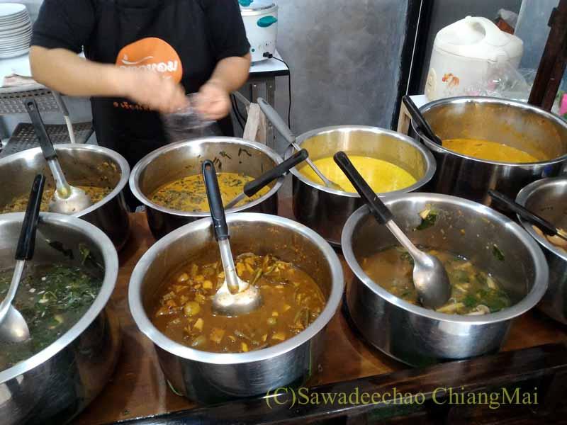 チェンマイある南部タイ料理飯屋カーオホームゲーンタイのスープ類