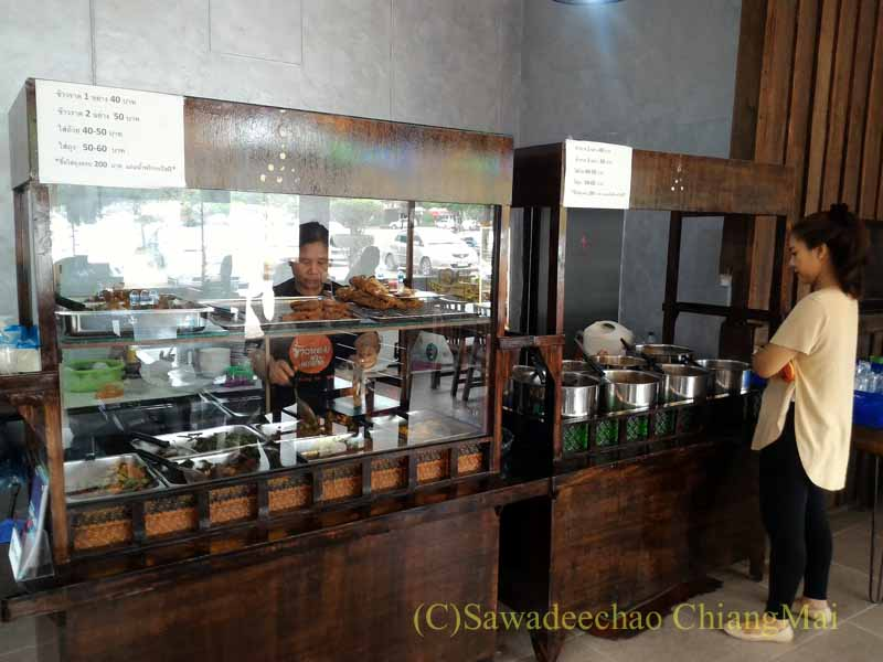 チェンマイある南部タイ料理飯屋カーオホームゲーンタイの注文スペース