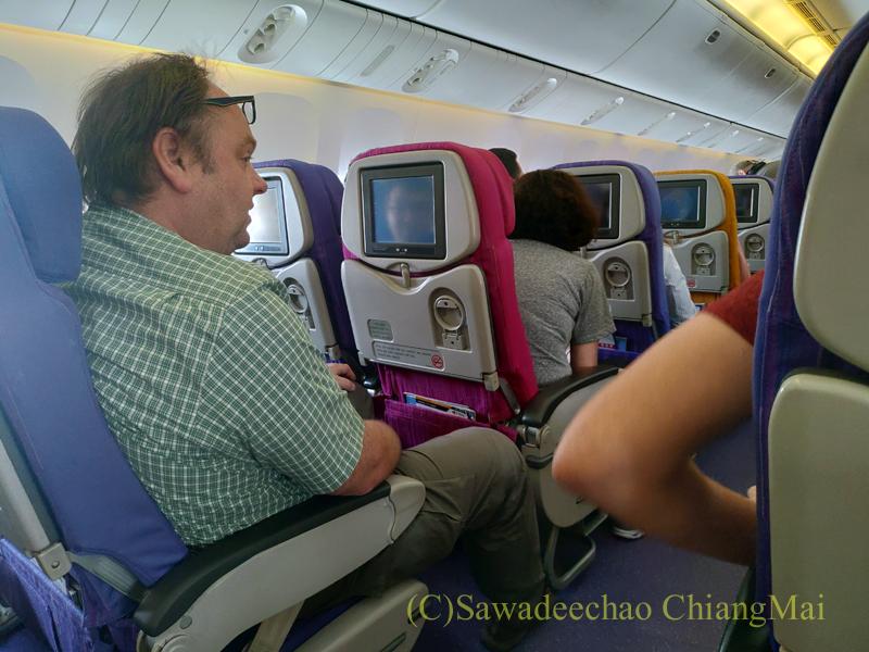 タイ国際航空TG103便バンコク行きエコノミークラスのキャビン