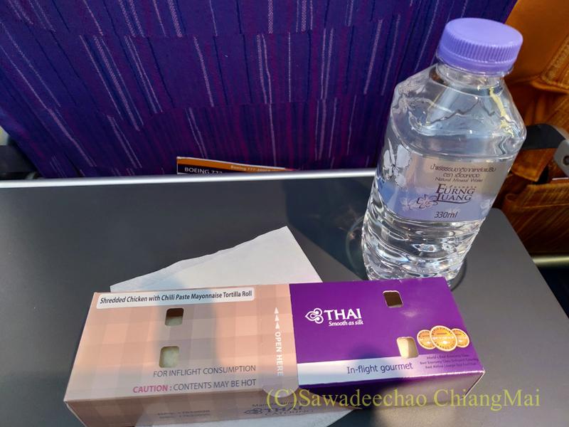 タイ国際航空TG103便バンコク行きエコノミークラスで出た機内食