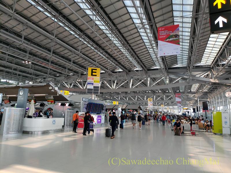 スワンナプーム空港国際線ターミナルの出発フロア