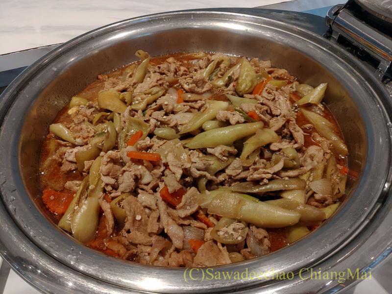 スワンナプーム空港のミラクルファーストクラスラウンジの肉野菜炒め