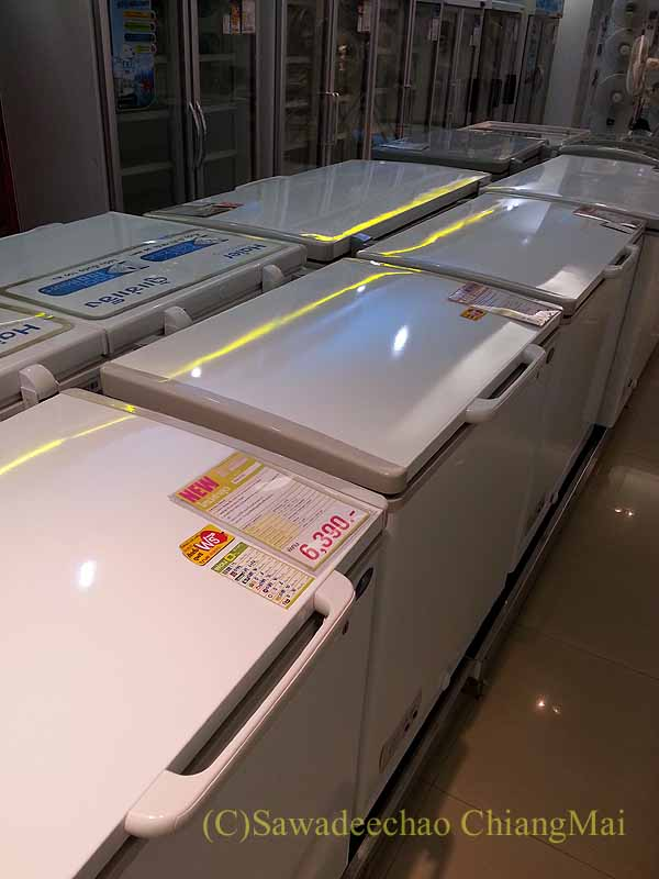 チェンマイの大型家電量販店サヤームTVの冷凍庫売場