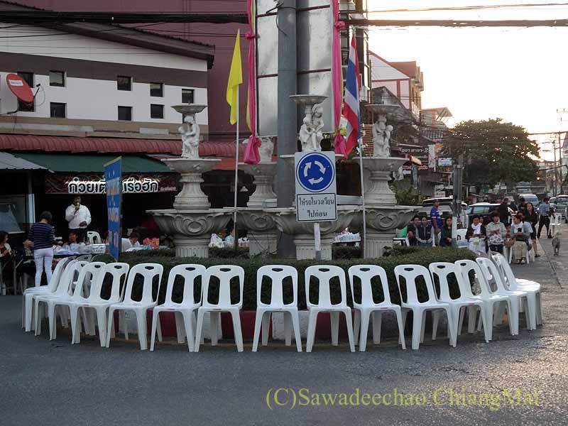 チェンマイ市内の元旦特別タムブン(徳積行)の僧侶の席